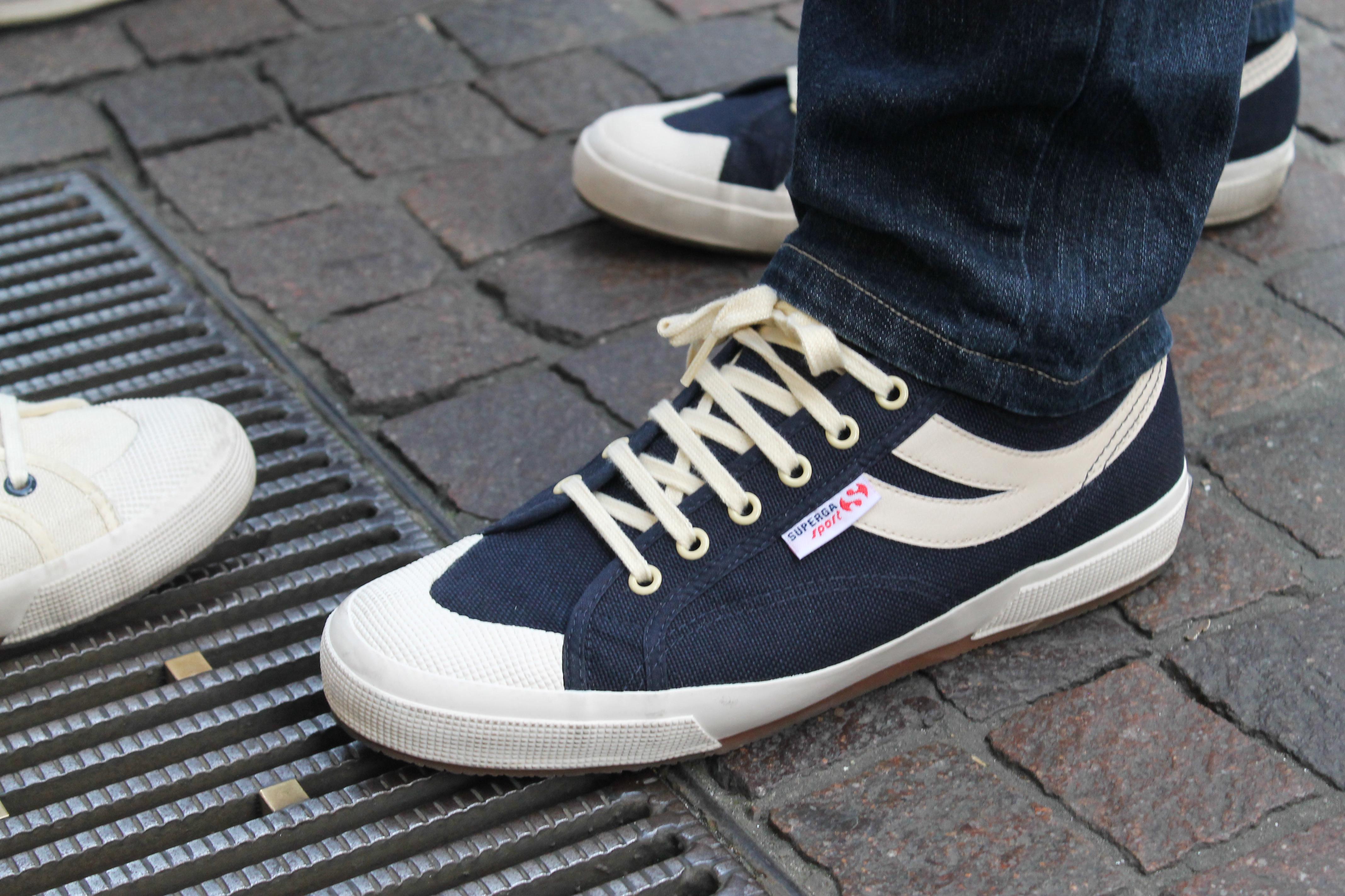 Una collezione di sneakers adidas e nike e adorazione dei piedi - 2 8